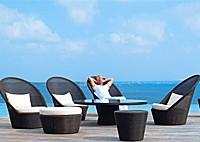 Садовая мебель: 4 кресла, 2 столика, пуфик