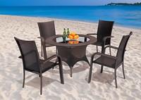Садовая мебель: 4 стула и круглый стол