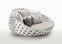 Диван из искусственого ротанга с подушками