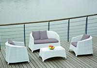 Садовая мебель: диван, кресла, столик